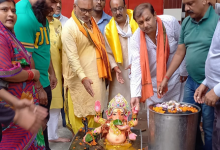 Photo of लखनऊ: मंदिर प्रांगण में टब स्टील की टंकी में हुआ गणपति का विसर्जन