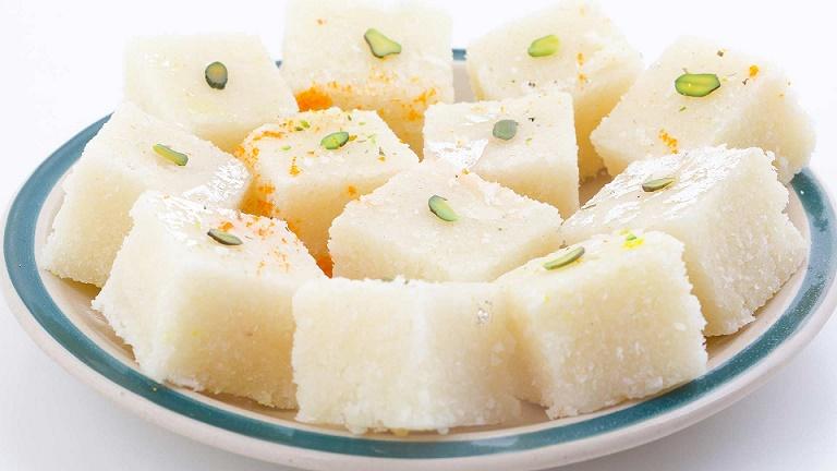 Photo of इस धनतेरस घर में बनाएं नारियल की बर्फी, जानिए आसान रेसिपी